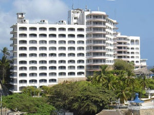 El Caleta Beach Resort se encuentra en el hermoso puerto de Acapulco. Este hotel está equipado para que sus huéspedes gocen de unas vacaciones inolvidables.     Cuenta con una hermosa vista al mar, así como con confortables habitaciones y servicios de excelente calidad, por lo que es una excelente opción para tus vacaciones en este destino turístico. En el hotel Caleta Beach Resort encontrarás hermosas y modernas habitaciones, con un servicio excelente, cordial y ameno.