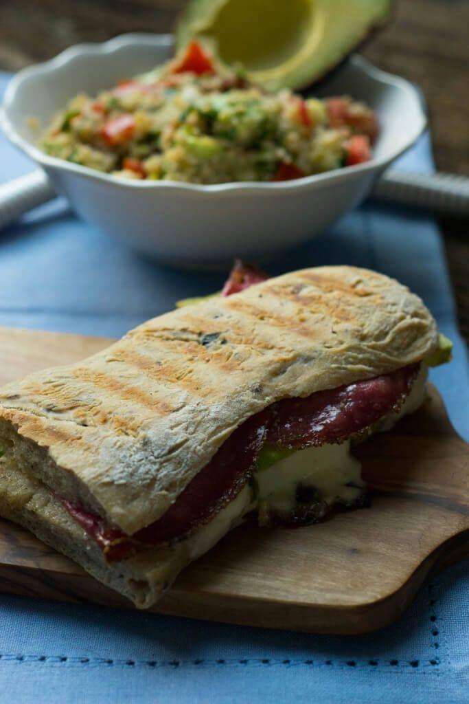 Grill Sandwich oder auch Panini Sandwich mit Avocado