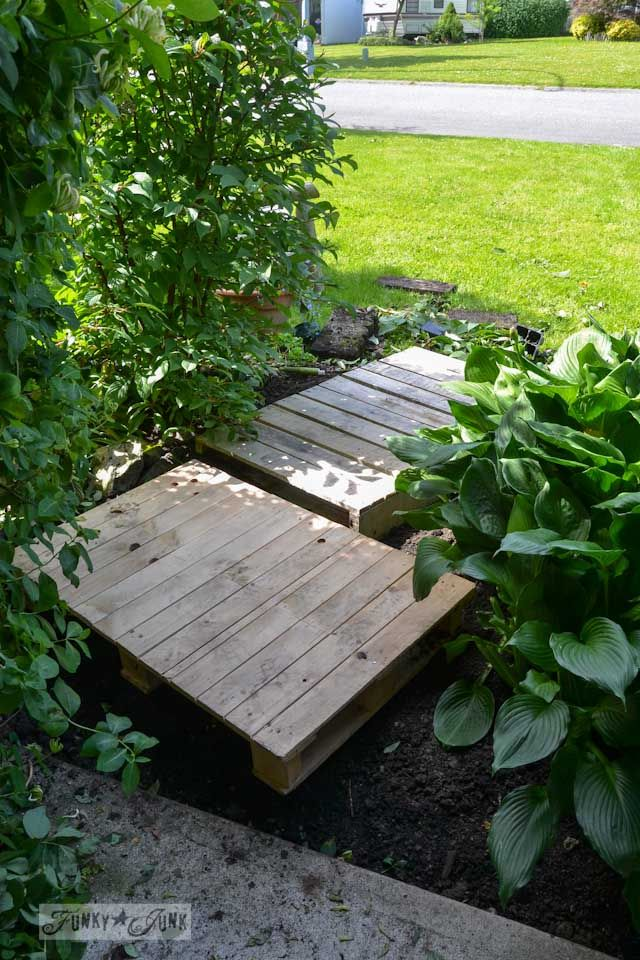 A cheater 2 pallet garden walkway and planter   Funky Junk Interiors
