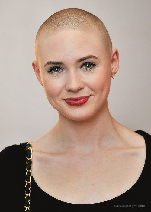 This is an appreciation post for Karen Gillan.  All right, so there has been a HUGE uproar about her hair cut. A lot of people have said some horrible things about her because of it, and I just think that's stupid. This girl is displaying AMAZING confidence by cutting her hair! And she is STILL absolutely GORGEOUS. There's NO reason to flip out over a hair cut, because it will grow back, so chillax! It's her hair, anyways.
