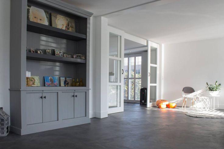 Cementgebonden gietvloer met betonlook via Motionvloer #interieur #vloer #inspiratie #woonbeton #betonlook