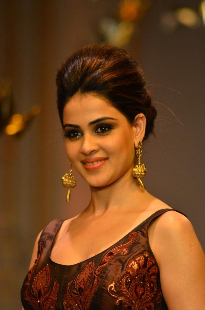 Today in History Genelia D'souza was born on 5th August 1987  Genelia D'souza is an Indian actress like Freida Pinto was born on 5th August 1987 in Mumbai into a Mangalorean Catholic family, she completed her degree while shooting for her first film, Tujhe Meri Kasam in 2003 and initially thought that an MNC job would suit her.  Read more at http://www.laughspark.com/today-in-history-on-5th-august-13955/today-in-history-genelia-dsouza-was-born-on-5th-august-1987-2853