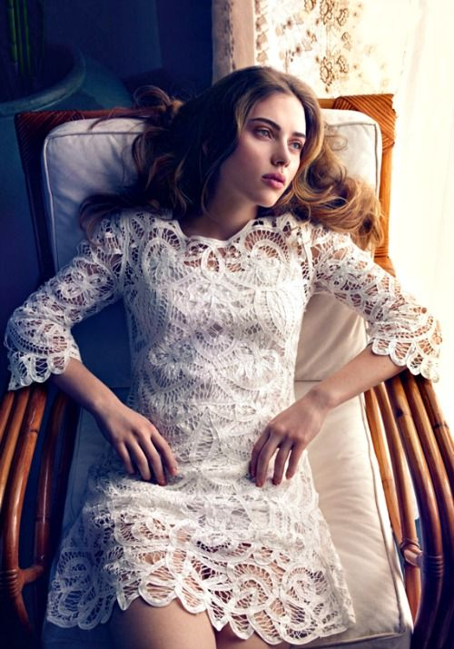Scarlett Johansson looks gorgeous in this white lace dress, but the outfit could use a little splash of colour dont you think? A Figgahugga perhaps!