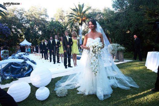 http://www.lemienozze.it/gallerie/foto-bouquet-sposa/img30414.html Un bouquet sposa a cascata di delicate orchidee bianche