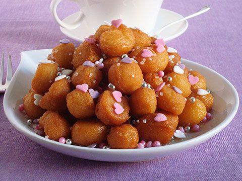 I purceddhuruzzi o purcedduzzi sono un dolce di natale tipico del salento. A base di farina, lievito, alcol o vino e acqua, i purcedduzzi, una volta fritti, vengono conditi con miele, anesini, pinoli e mandorle tostate.
