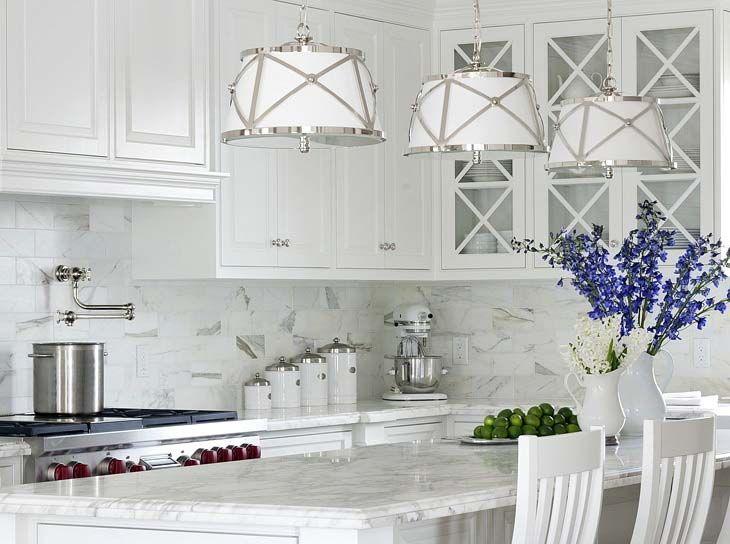 Кухонная мебель в белом цвете в стиле Прованс. Белая мебель в интерьере. White kitchen Provance interior style.