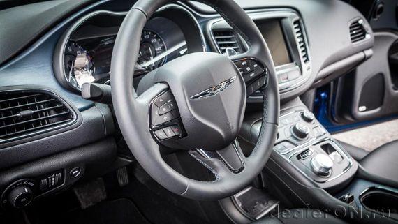 Интерьер седана Chrysler 200S 2015 / Крайслер 200S 2015