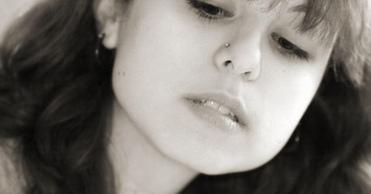 Quanto tempo devo esperar para furar novamente um piercing no nariz?. Se não houver sinais de infecção e a cicatrização estiver completa após o fechamento do furo do piercing antigo, o nariz pode ser furado novamente após três meses.