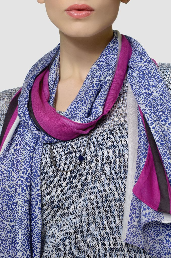 Sarah Lawrence - melanged double layered blouse, cuffed short in cotton, printed scarf.
