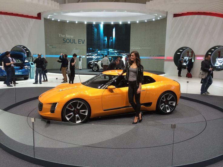 Flot model fra Kia - og bilen er også pæn...det er konceptbilen GT4 Stinger
