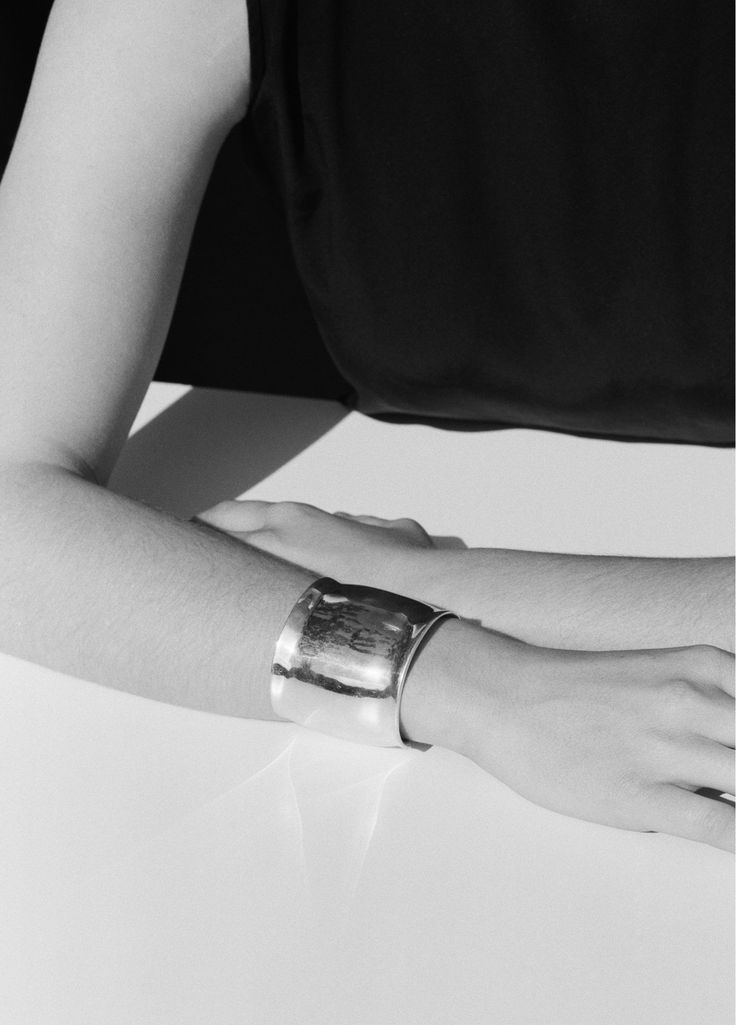 SOPHIE BUHAI - METZNER CUFF http://www.sophiebuhai.com/collections/jewelry/products/metzner-cuff