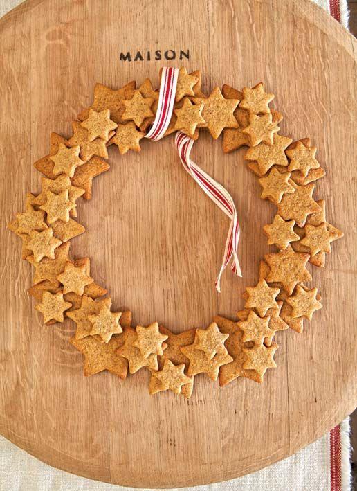 """gingerbread wreath GÖRA STJÄRNORNA I """" TROLLDEG"""" MÅLA DEM VITA."""