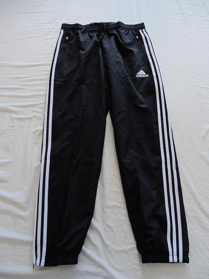 25,00€ · Pantalones de chandal Adidas · Pantalones de la parte inferior de un chándal de la marca Adidas por estrenar. Color negro. Talla L. · Moda y belleza > Ropa de hombre > Pantalones de hombre > Pantalones deportivos de hombre