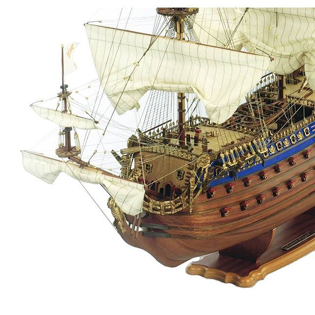 Built in Brest, France in 1669, the ship was named after the Sun King, King Louis XIV, and was adorned with sumptuous wooden carvings in his honour.