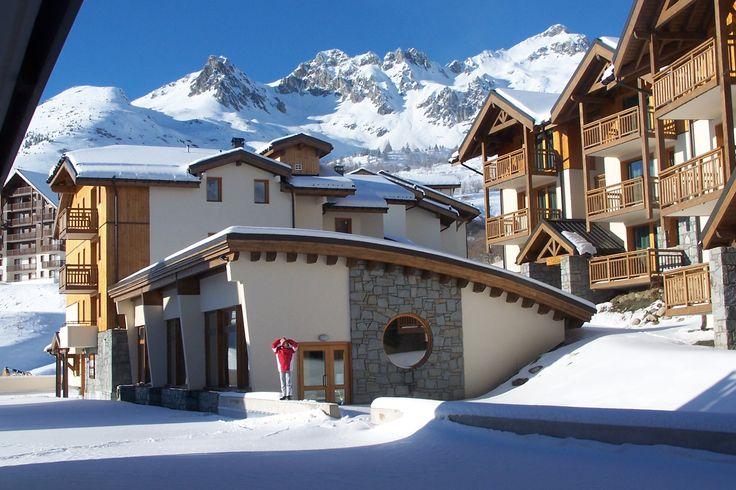 Résidence les 4 Vallées et sa piscine couverte ! Résidence Goelia avec accès direct aux pistes !