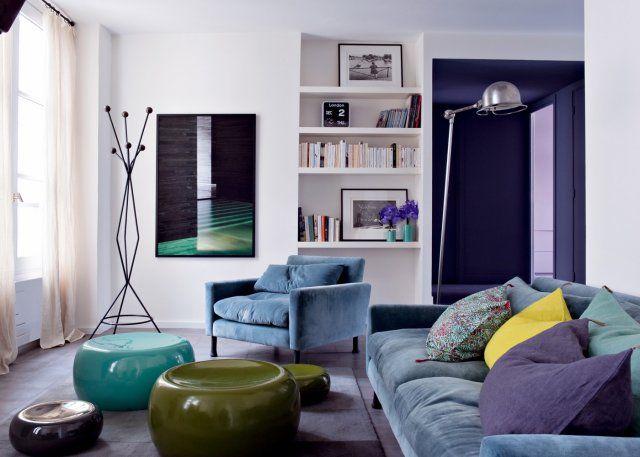 Un salon contemporain dans des tons bleus et verts