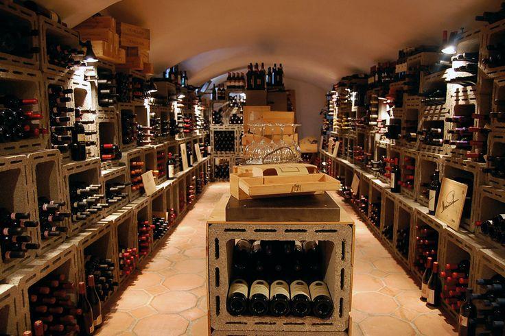 Un pasto senza vino è come un giorno senza sole.  Anthelme Brillat-Savarin (1755–1826)