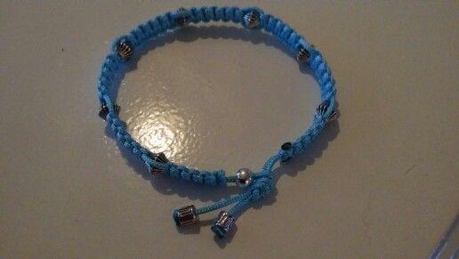 Turkos band i nylon med beads & mellandelar.