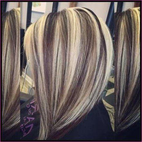 Blonde strähnen auf dunklem haar