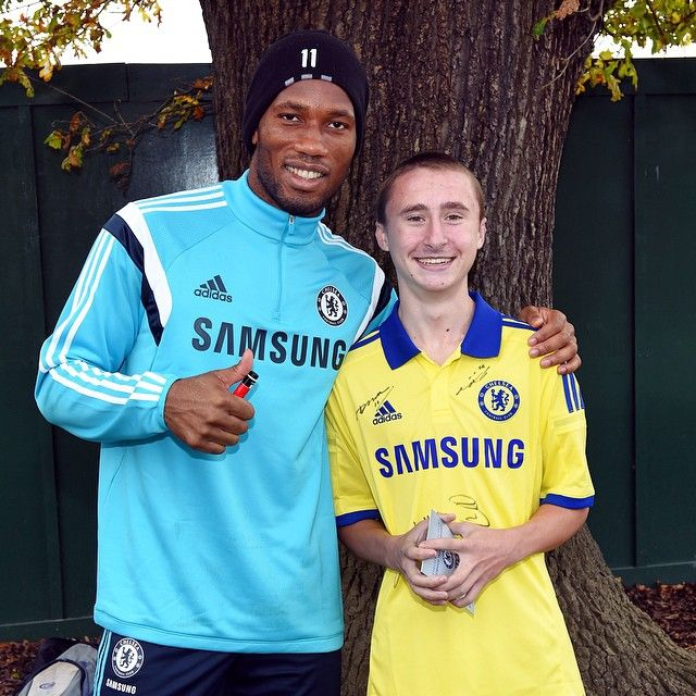 @didierdrogba meeting a young fan at Cobham earlier this week.. #CFC #Chelsea