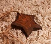 Tähti - puinen | HilleRin Puinen tähti hamppunarulla, sopii niin sisustuksen piristeeksi kuin joulun koristeeksi.