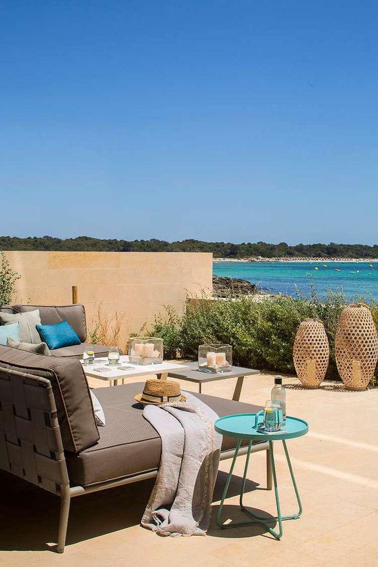 Этот прекрасный дом, построенный на острове Майорка, Испания, был разработан дизайнерами Organic Studio Mallorca