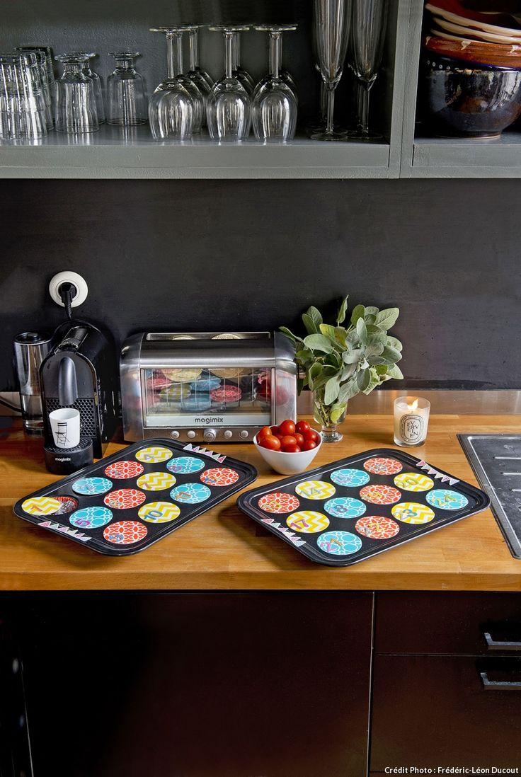 Un calendrier de l'Avent avec des moules à muffins