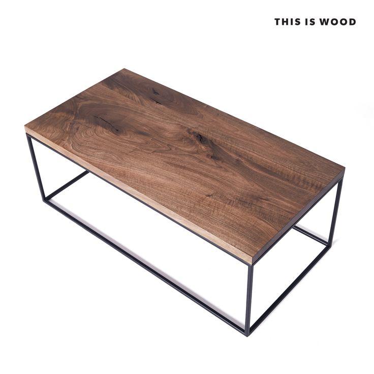 stolik kawowy z drewna orzechowego z nogami ze stali malowanej proszkowo