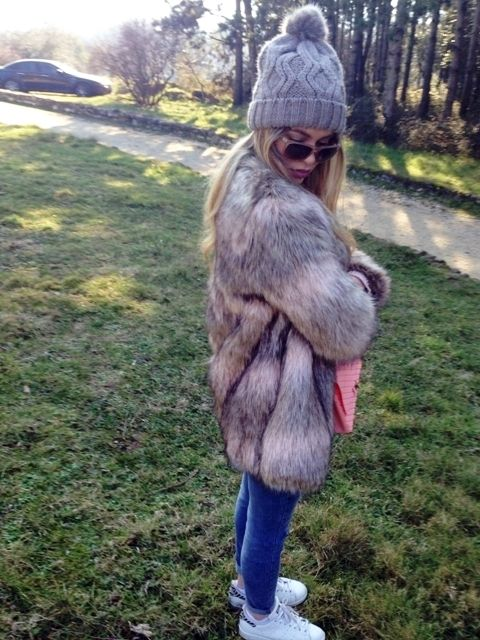 Strollin' around #fashion #outfit #outfits #beauty #bloggers #priestessofstyle #style #fashionpost #fashionblogger #priestess #priestess #greece #greek #blondehair #girl #sneakers #jacket #coat #trousers #pants #jumpers #bag #eyewear #glasses #sunglasses