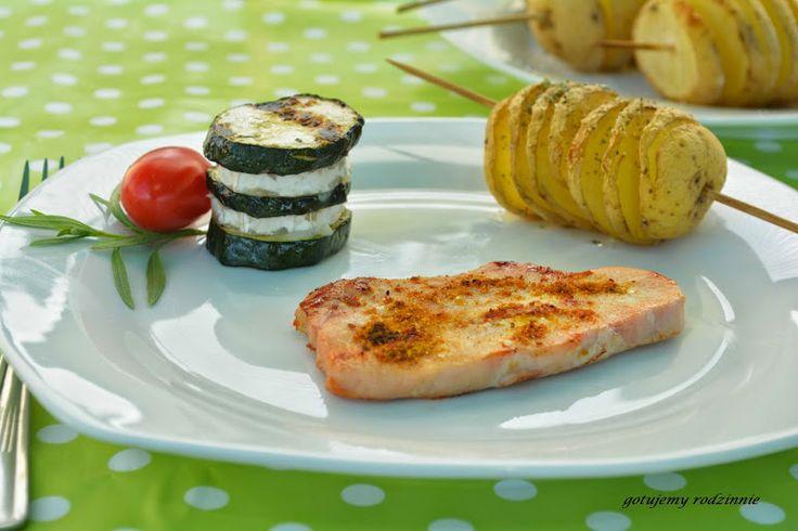 Grillowana cukinia, ser kozi, ziemniaki i sznycel z indyka z olejem rzepakowym | gotujemy rodzinnie