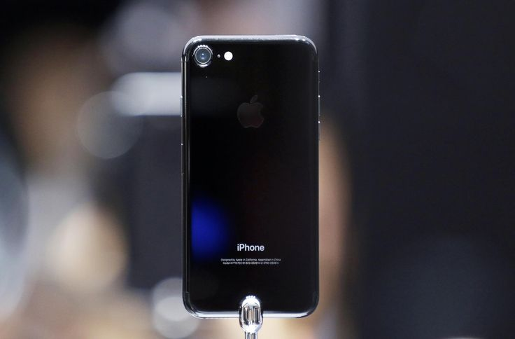 iPhone 7 owners say new phones are hissing at their users #Tech #iNewsPhoto