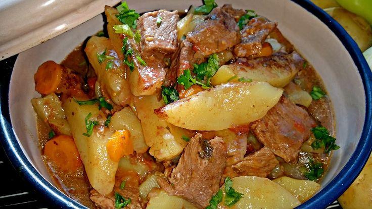 Тази яхния е от тези ястия, които те връщат с мили спомени за селската храна и чудния аромат, който се носи от всяка селска къща J Раз...