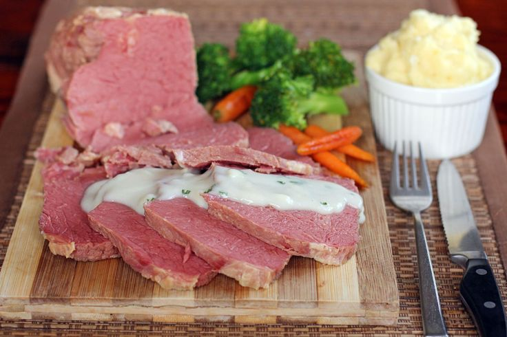 Corned Beef with White Onion Sauce is a simple boiled sliced corned beef silverside served with a creamy white sauce made out of onions, cream and milk.