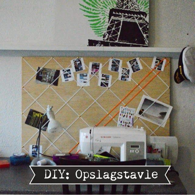 Mangler du et sted til billeder, postkort og koncertbilletter? Lav din egen opslagstavle med elastik og undgå huller i fra tegnestifter i dine minder. // MTOTFLS: DIY: Opslagstavle