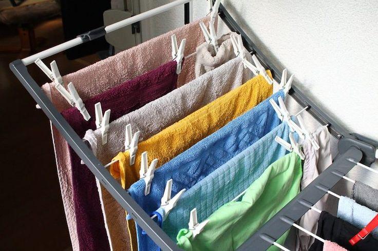 Droog jij je kleding binnen op een rek? Dat kun je om deze reden beter niet meer doen…