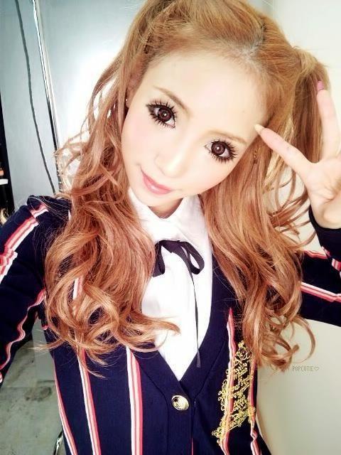 Satomi gyaru half up pigtails