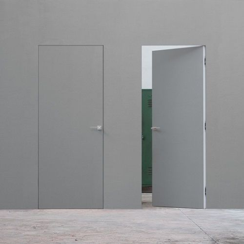 Flush doors, no architrave. Beautiful.