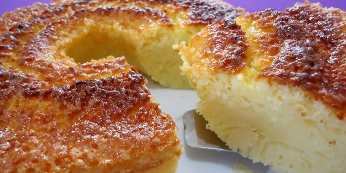 Aprenda a fazer essa receita rápida e prática de Bolo Queijadinha que fica uma delícia e perfeita para o lanche ou sobremesa a qualquer hora.
