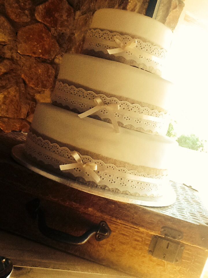 Vintage wedding cake with lace & hessian. Contact Carina Sephton @ Guests and Glasses Functions @ 0823005301