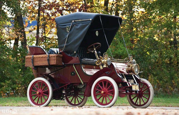 """17 октября 1902 года в Детройте был выпущен первый автомобиль марки Cadillac  Своим рождением Cadillac обязан талантливому изобретателю Генри Мартину Лиланду. Генри и его сын Уилфред успешно сотрудничали и с Генри Фордом, и с Рэнсомом Олдсом. Вместе с Фордом Лиланд создал в августе 1902 года компанию """"Cadillac Motor Car Company"""", назвав ее в честь губернатора Луизианы и основателя Детройта маркиза Антуана де Кадийяка. А уже 17 октября был готов первый Cadillac модели «А».  К концу того же…"""