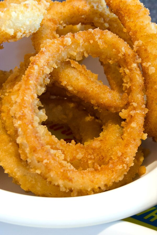 Oven Fried Onion Rings Onion Rings Are So Delicious But You Know Fried Not Exactly Guilt Free Snacking Until In 2020 Fries In The Oven Onion Rings Fried Onions
