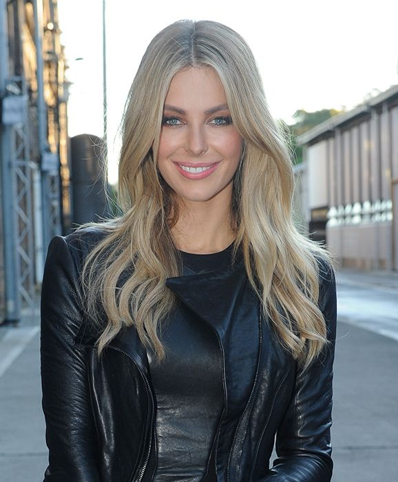 jennifer hawkins looking amazing in her winter leathers & flawless complexion