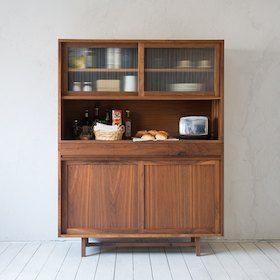 【送料無料】北欧 食器棚 飾り棚 木製 おしゃれ。無垢家具 北欧家具 無垢材 キッチン収納 シンプル 収納 キッチン 収納 配線加工可 レンジ台 ウォルナット オーク リビング ダイニング 天然木 収納家具 大容量 高品質 日本製 | カップボード (oak)