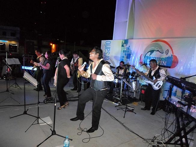 El grupo de música tropical carmelita, 'Ébano y Marfil' deleitó a los presentes con su mejor repertorio.