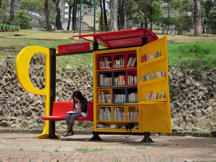 Kolombiya'nın başkenti Bogota'da park kütüphaneleri uygulaması vardır.