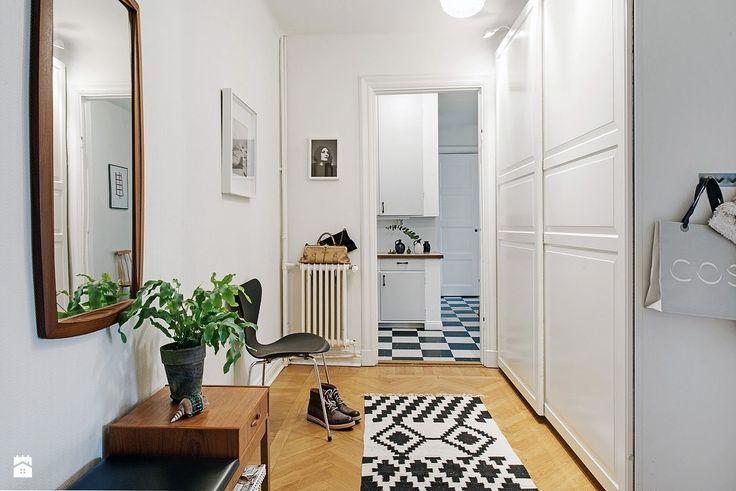 Meble vintage w nowym skandynawskim mieszkaniu. - zdjęcie od cleo-inspire - Hol / Przedpokój - Styl Skandynawski - cleo-inspire