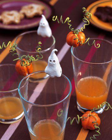 Marque-places en forme de citrouille et fantôme réalisés en pâte durcissante à l'air.