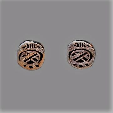 Aretes Maya, mes ZIP 1 cm, en pata 925 y esmalte negro $ 500 mx Identificador: 126