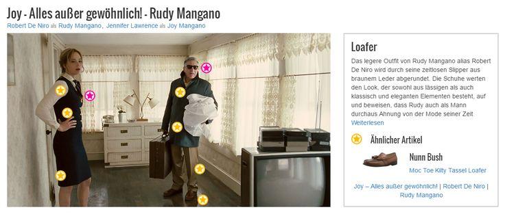 Das legere Outfit von Rudy Mangano alias Robert De Niro wird durch seine zeitlosen Slipper aus braunem Leder abgerundet. Die Schuhe werten den Look, der sowohl aus lässigen als auch klassisch und eleganten Elementen besteht, auf und beweisen, dass Rudy auch als Mann durchaus Ahnung von der Mode seiner Zeit haben kann. Stilsicherheit und Geschmack sind also  nicht nur Eigenschaften, die auf seine kreative Tochter Joy (Jennifer Lawrence) zutreffen.