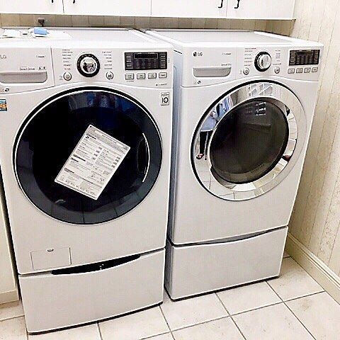 """A match made in laundry heaven! Stunning 4.5 c.u. Ft. Turbowash with steam washer and 27"""" SideKick by @lgusa! A 27"""" pedestal underneath the dryer adds the perfect storage compartment for this lovely laundry room!  .  .  .  #lg #lgsidekick #milcarskys #milcarskysinstallteam #milcarskysdeliveryteam #orlando #longwood #heatheow #central #fl #laundry #laundryroom"""
